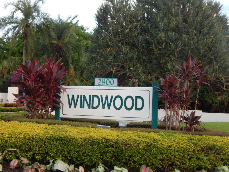Carolyn Boinis Real Estate Agent rented condo in WIndowood  Boca Raton Florida